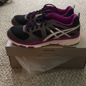 Asics Shoes - NWT ASICS gel sustain sneakers 7.5